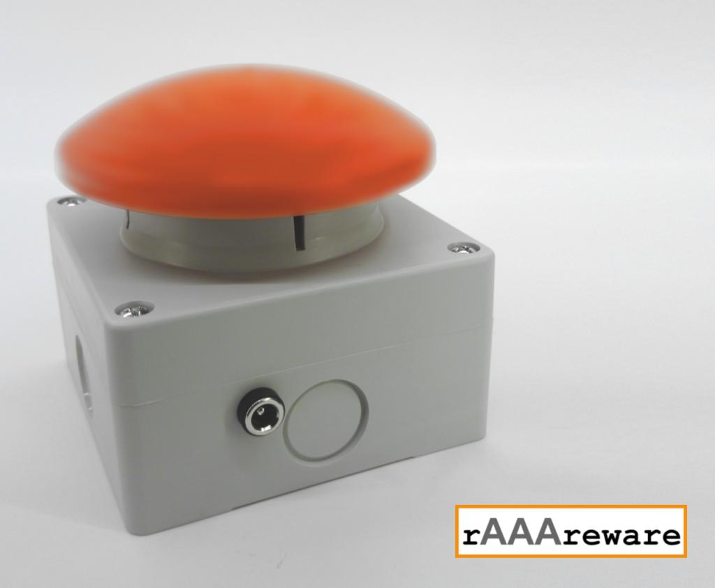 Pilztaster in 80x80 mm Gehäuse mit WLAN MQTT Funktion. Ansicht zeigt die Rückseite mit 5.5 Hohlbuchse zum Anschluss der Spannungsversorgung.