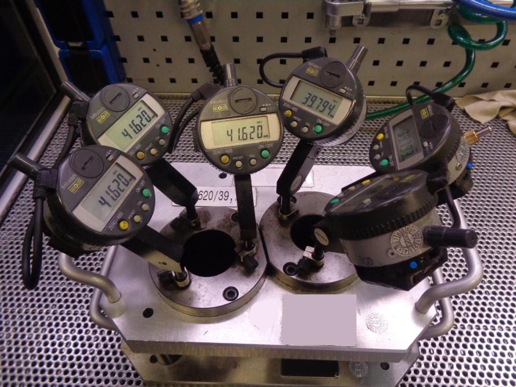 Messvorrichtung mit 6 Messuhren welche mit WLAN-Funkmodulen ausgestattet sind.